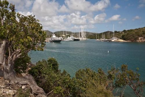 Blick auf die Hafeneinfahrt des English Harbor. Erbaut von Admiral Nelson wird er heute als Yachthafen genutzt.