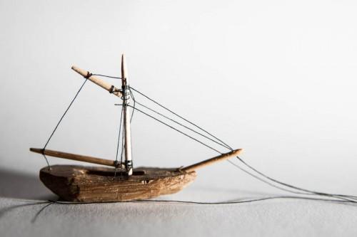 Schiff mit aufgestellten Masten, Wanten und Stagen