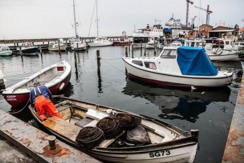 Fischer im Hafen von Marstal, Ærø, Dänemark