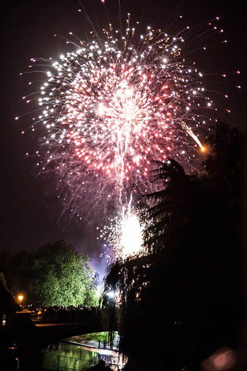 """Feuerwerk zur """"Bonfire Night"""" auf dem Midsummer Common"""