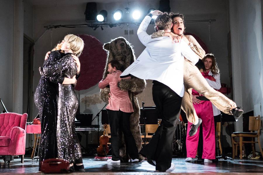 Don't Touch - Eine Inszenierung von El Perro Andaluz